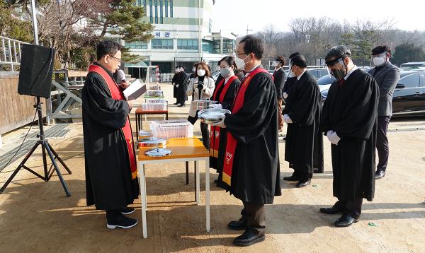 서울씨티교회 드라이브인 송구영신예배와 성찬예식
