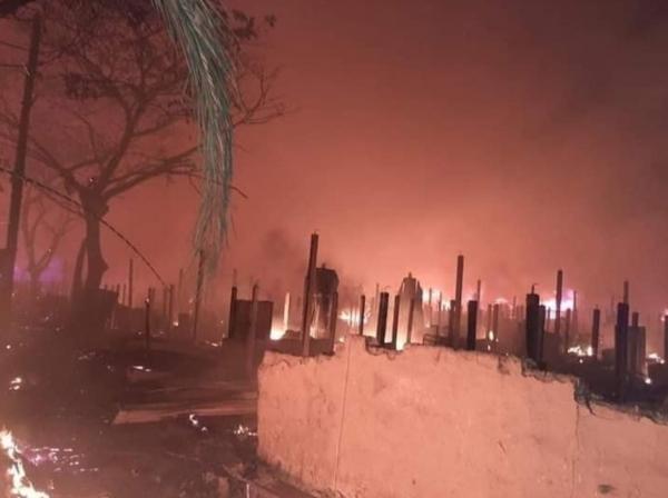 지난 14일 방글라데시 로힝야족 난민캠프에 발생한 화재로 500가정이 전소됐다.