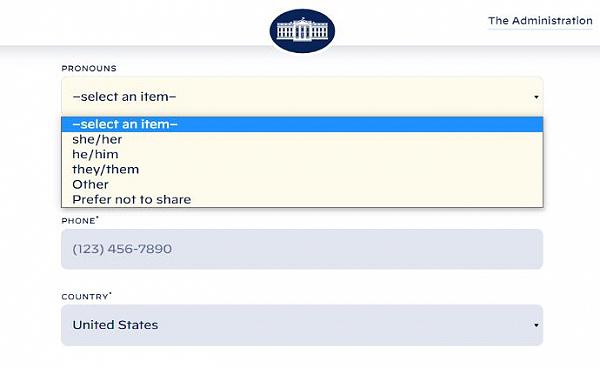 백악관 공식 웹사이트에 변경된 연락처 지정 양식.