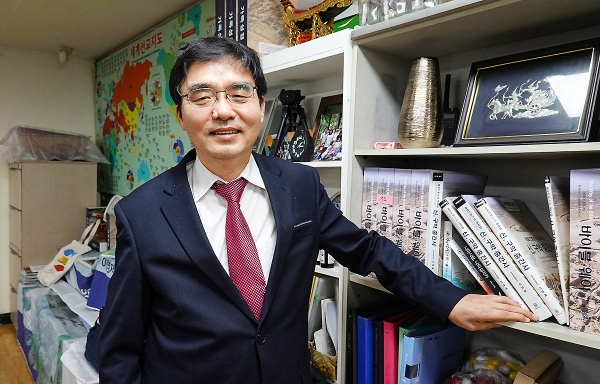 """이영제 목사는 """"교회가 교회다워지고 제자리로 돌아가려면 예수로 다시 회복돼야 한다""""며 출판을 준비 중인 '지저스 웨이'가 한국교회 회복에 도움이 되길 기대했다."""