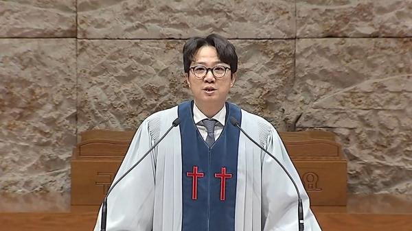 명성교회 김하나 목사가 지난 1월 3일 주일예배 강단에 복귀해 설교하고 있다.