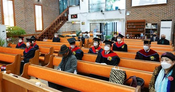 예장 개혁총회신학 제1회 신대원 졸업감사예배가 드려졌다.