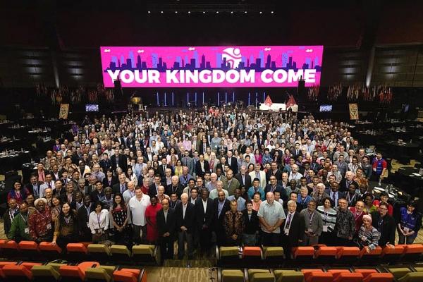 지난 2019년 인도네시아 자카르타에서 열렸던 WEA 총회 당시 참석자들의 기념촬영 모습