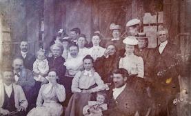1897년(또는 1898년) 연례회의에 참가한 선교사들. 맨 우측이 아펜젤러 선교사