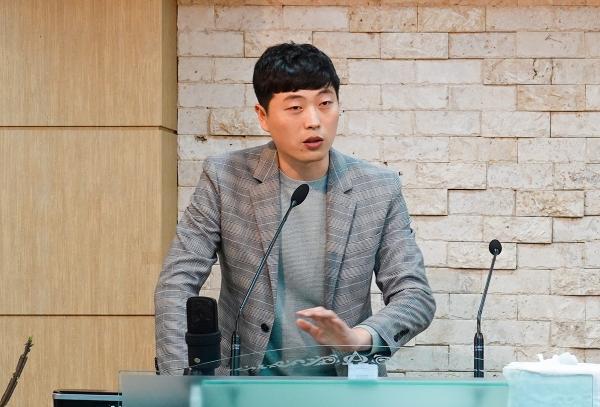 """장혁 씨는 """"북한 청년들이 통일해야 한다고 생각하는 이유는 대한민국 청년들과 교류하고 싶고 소통하고 싶어서라고 생각한다""""고 말했다."""