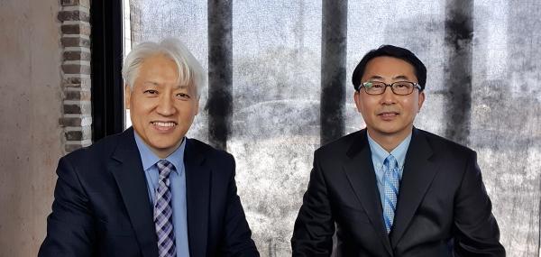 이학재 교수(좌)와 김종윤 목사(우)는 목회자들의 설교 작성과 교회 교육, 개인 성경 공부에 바로 활용할 수 있는 원문 번역과 해설, 적용 중심의 주석서를 발간했다.