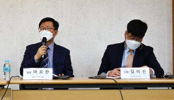 """마요한 목사(왼쪽)는 """"북한의 문이 열렸을 때를 대비하여 예수 그리스도를 통해 사람의 통일을 연습해야 한다""""고 강조했다."""