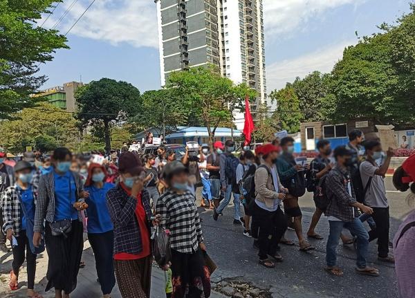 지난 2월 시민불복종 운동에 참여한 시민들.