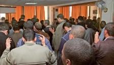 뜨겁게 기도하고 있는 알제리 기독교인들.