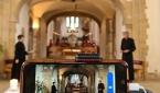 영국 성공회 교회가 예배를 촬영하고 있다.