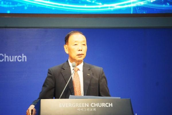 한교연 대표회장 송태섭 목사가 설교를 하고 있다.