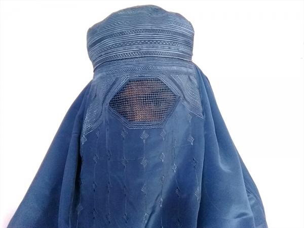 부르카를 쓴 아프가니스탄 여성