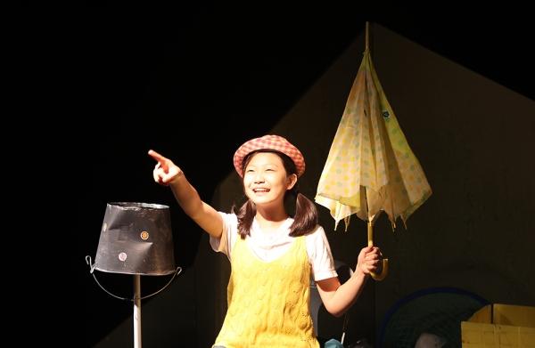 '쓰레기 섬' 공연 모습